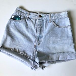 Vintage high waist cut of shorts